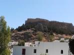 Pohled na akropoli z vesnice